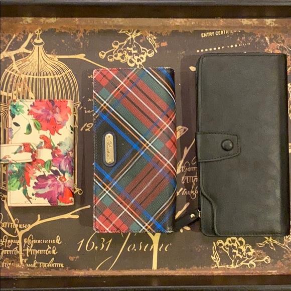 Handbags - Bundle of cute wallets